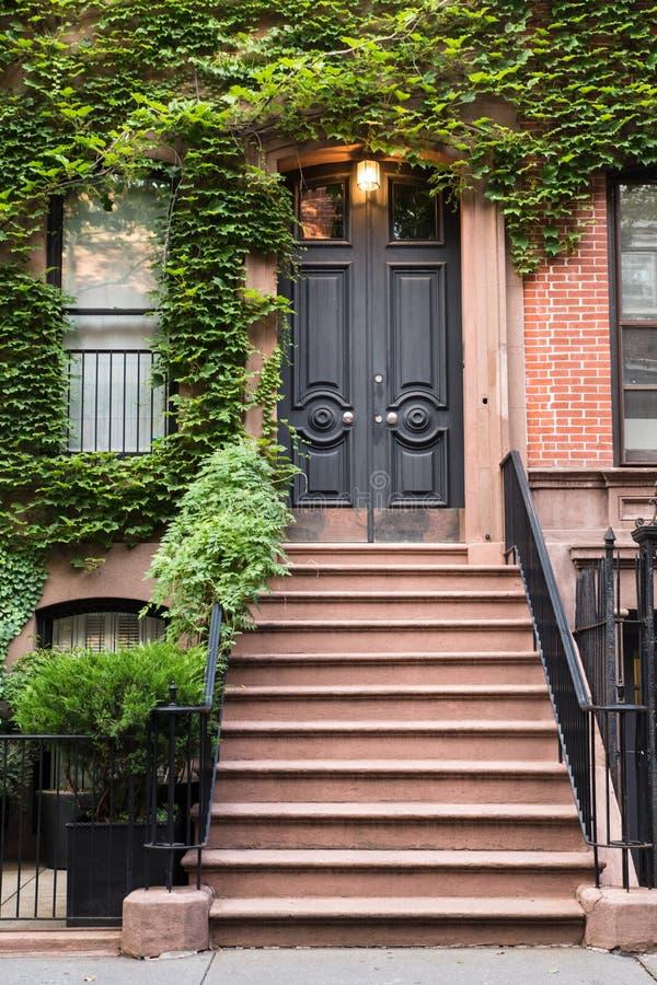 Puerta del apartamento de NYC imagenes de archivo