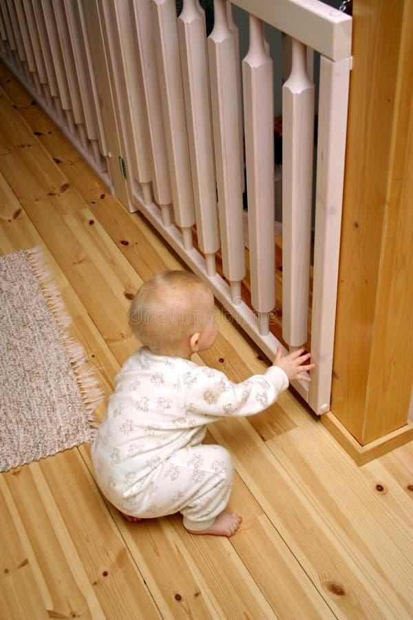 Puerta del bebé cerrada imagenes de archivo