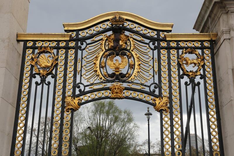 Puerta del Buckingham Palace fotos de archivo