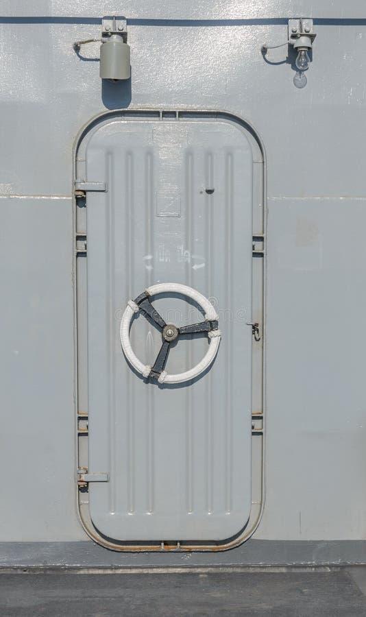 Puerta del buque de guerra imagenes de archivo
