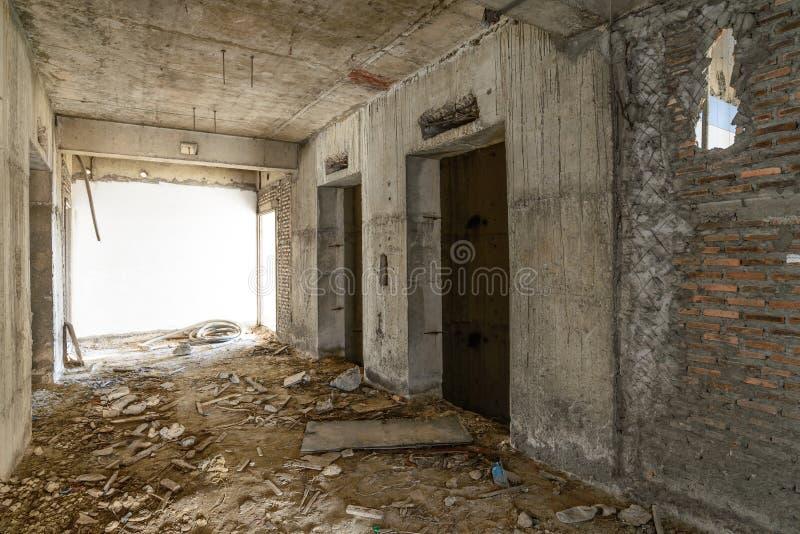 Puerta del elevador bajo construcción imagen de archivo