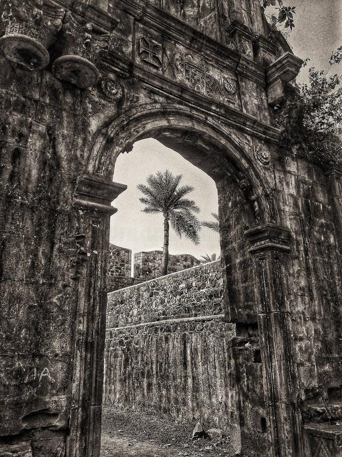Puerta del fuerte de Bassein en la India fotos de archivo