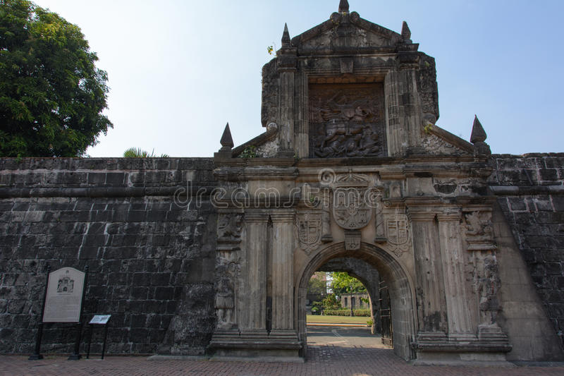 Puerta del fuerte Santiago Intramuros Manila, Filipinas de la entrada principal foto de archivo