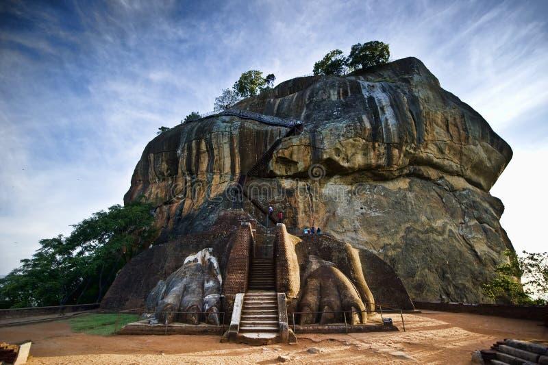 Puerta del león en la roca de Sigiriya imagen de archivo