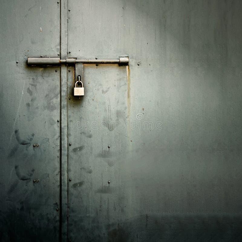 Puerta del metal foto de archivo libre de regalías