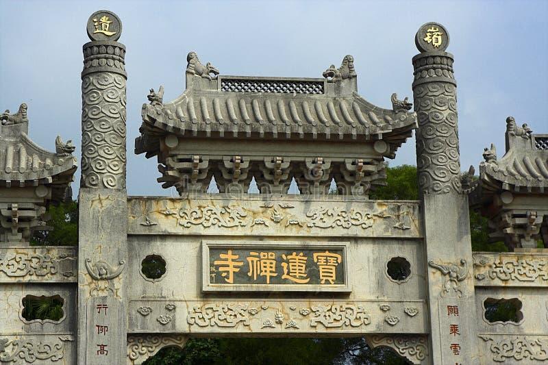Puerta del monasterio de PoLin imagenes de archivo