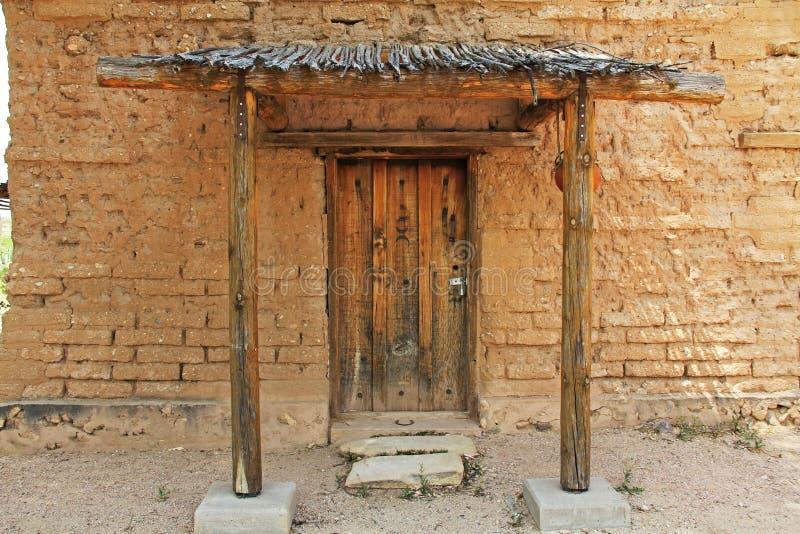 Puerta del museo del CCC en el rancho de Posta Quemada del La en parque colosal de la montaña de la cueva foto de archivo libre de regalías