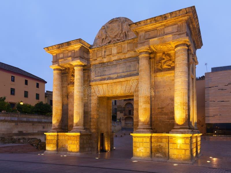 Puerta del Puente in vroege ochtend Cordoba, Spanje stock afbeeldingen
