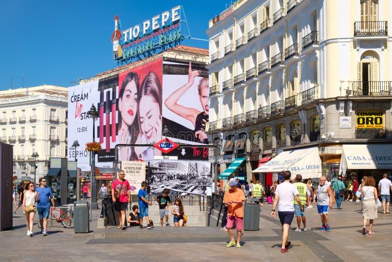 Puerta del Sol ett av de mest välkända ställena i Madrid royaltyfri foto