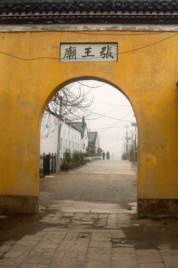 Puerta del templo imagenes de archivo