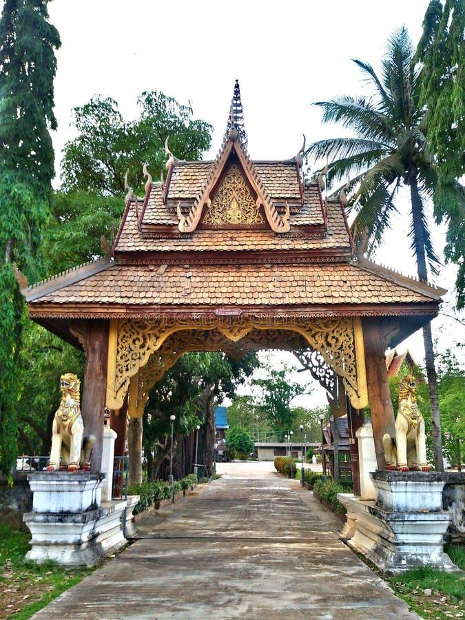 Puerta del templo fotografía de archivo libre de regalías