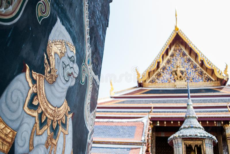 Puerta del templo de la cultura en cultura tailandesa fotos de archivo