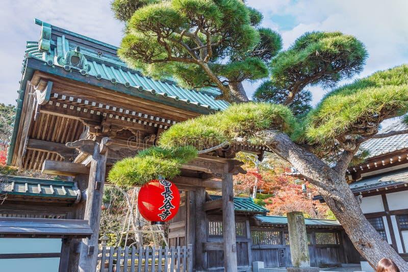 Puerta delantera del templo de Hasedera en Kamakura foto de archivo libre de regalías