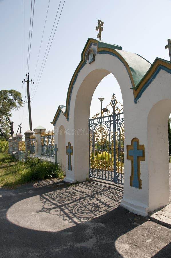 Puerta en la entrada a la iglesia, Chernobyl, Ucrania foto de archivo