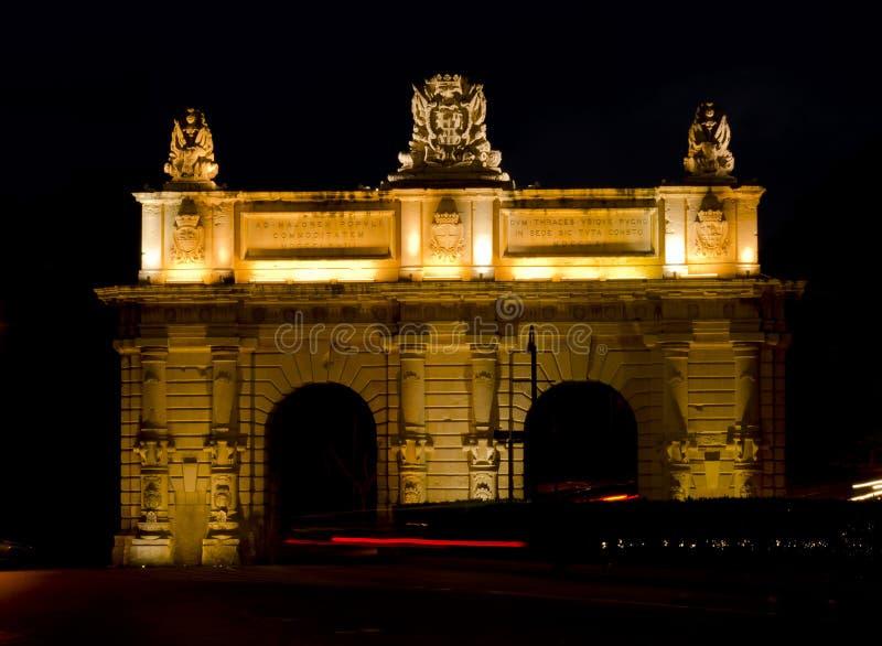 Puerta en la noche - Malta de Floriana imagen de archivo
