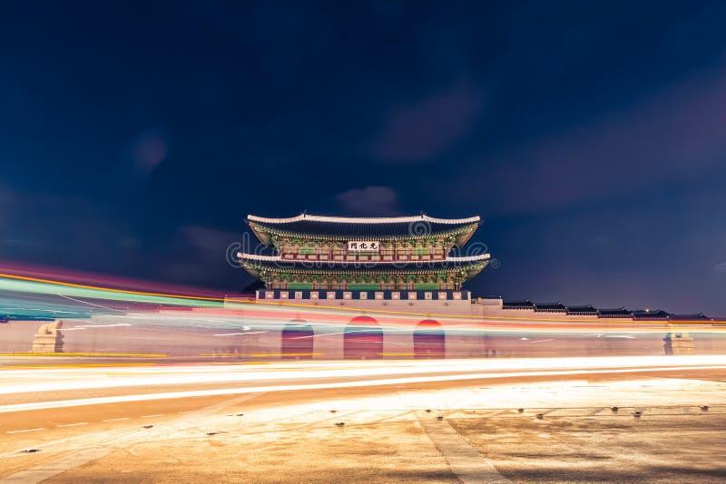 Puerta en la noche - Seul, República de Corea del palacio de Gyeongbokgung imágenes de archivo libres de regalías