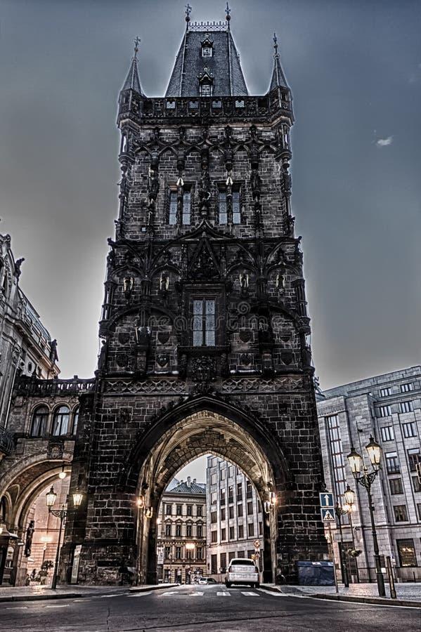 Puerta en Praga, vista nocturna misteriosa del polvo fotografía de archivo libre de regalías
