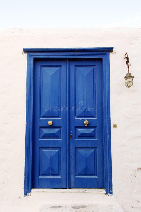 Puerta en una pared foto de archivo