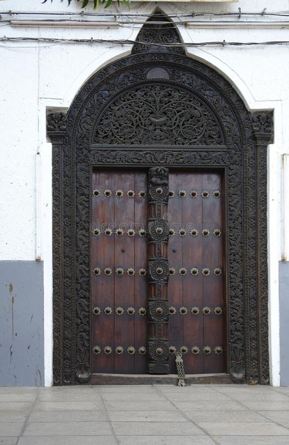 Puerta en Zanzíbar imagenes de archivo
