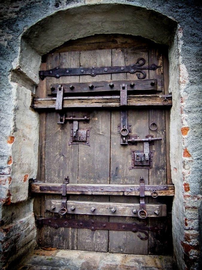 Puerta enorme del hierro a la ciudad de Schongau, Alemania fotografía de archivo libre de regalías