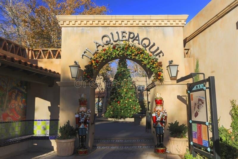 Puerta española de la entrada del pueblo de los artes en Sedona Arizona fotos de archivo libres de regalías