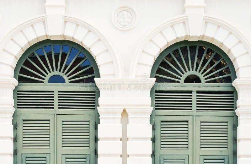 Puerta europea del estilo fotografía de archivo