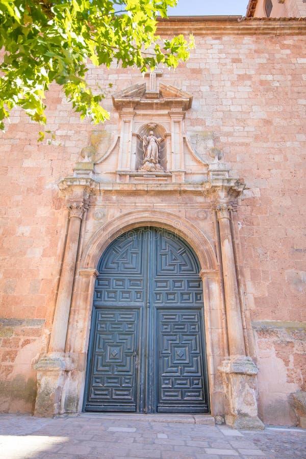 Puerta exterior de la iglesia Santa Maria La Mayor en Ayllon fotografía de archivo libre de regalías