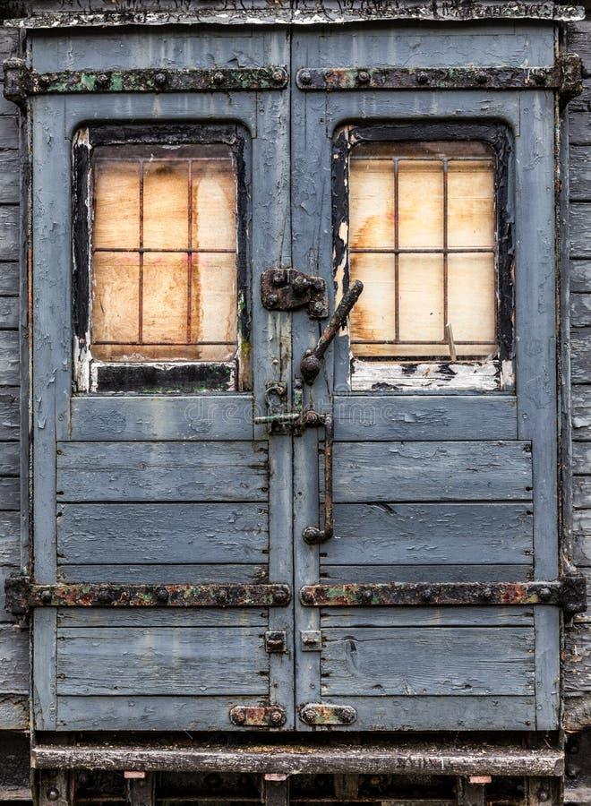 Puerta ferroviaria abandonada gastada del carro imagen de archivo libre de regalías