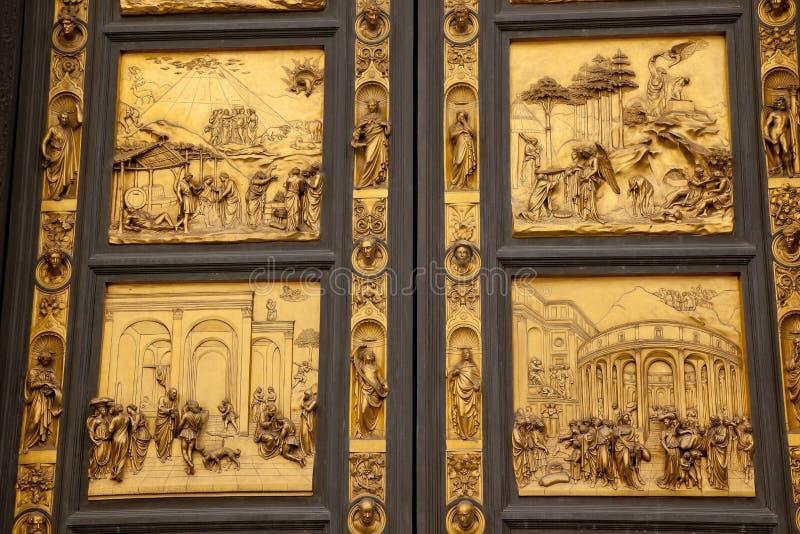 Puerta Florencia del bronce del baptisterio del paraíso de Ghiberti imágenes de archivo libres de regalías