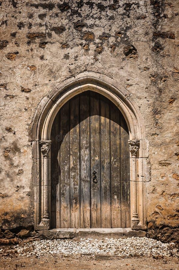 Puerta gótica foto de archivo