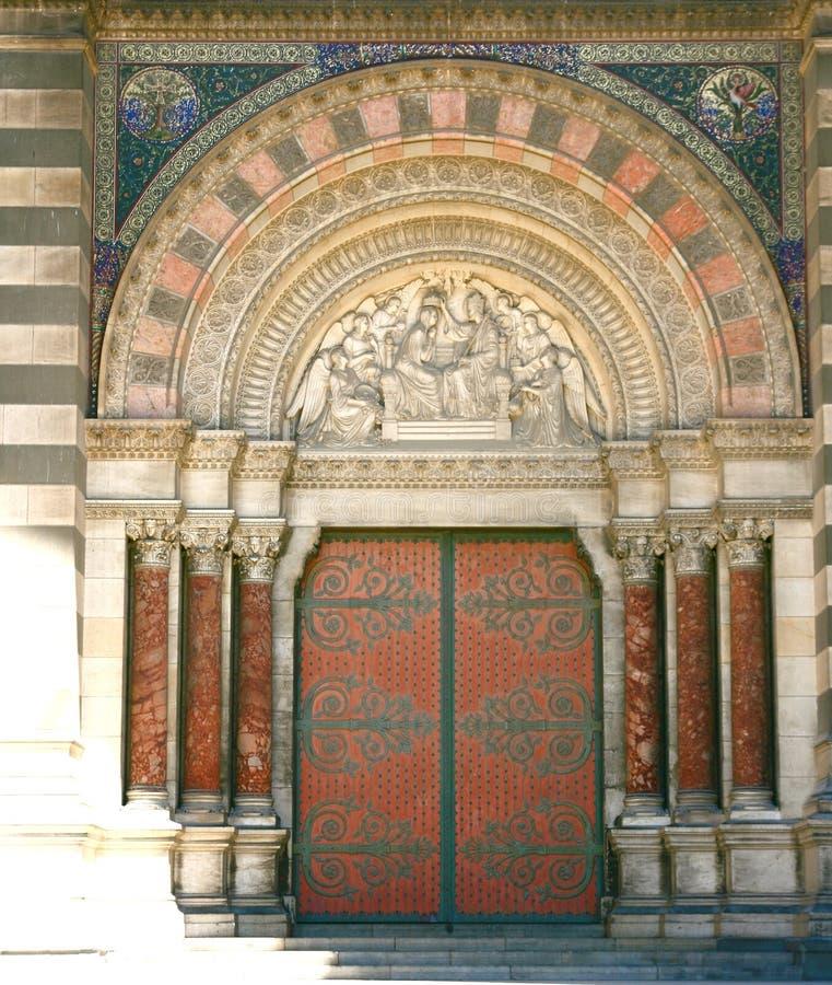 Puerta grande de la iglesia foto de archivo