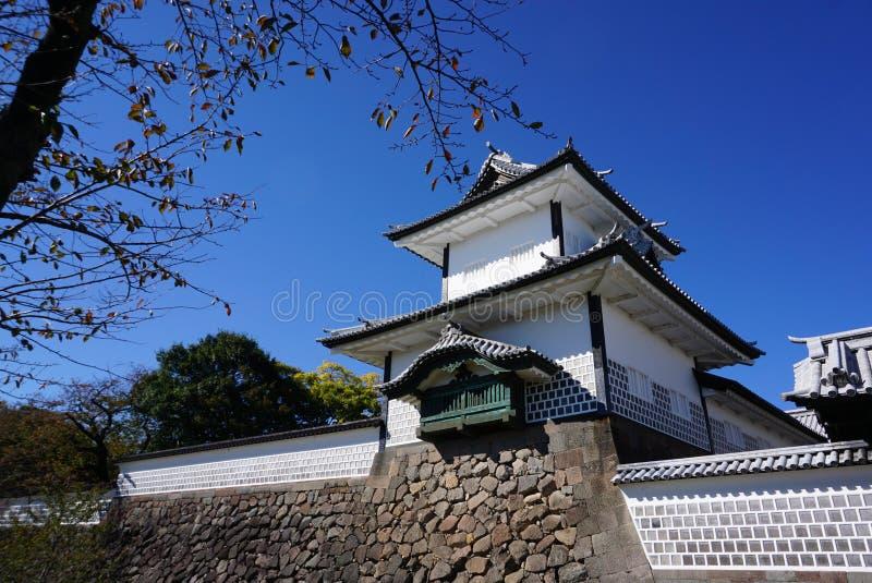 Puerta hermosa de la torre en el castillo de Kanazawa en día agradable del tiempo imagen de archivo libre de regalías