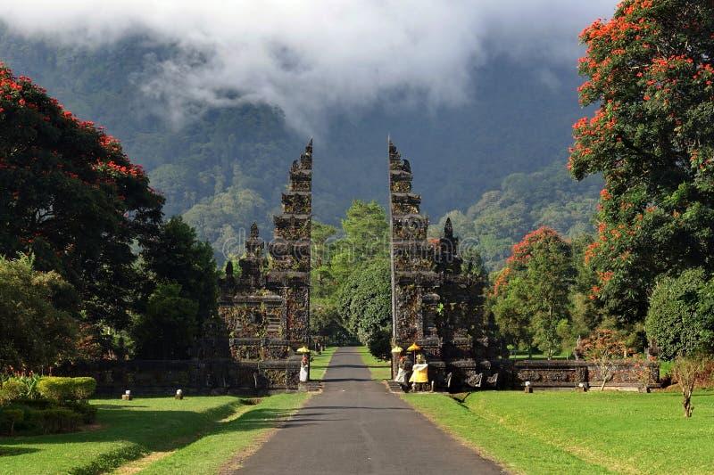 Puerta hindú tradicional del balinese - Candi Bentar, Bedugul en Bali fotografía de archivo libre de regalías