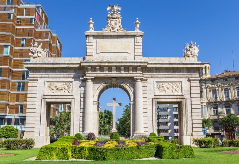 Puerta histórica Puerta Del Mar en el centro de Valencia imagen de archivo libre de regalías
