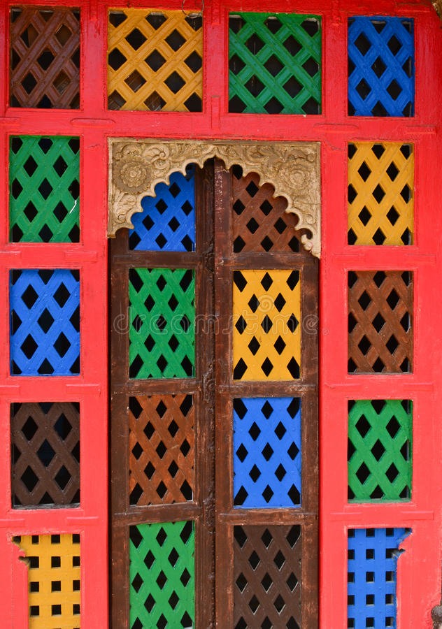 Puerta india del jharokha de la ventana del fuerte imagenes de archivo