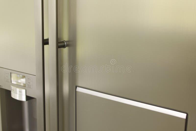 Puerta inoxidable del refrigerador foto de archivo