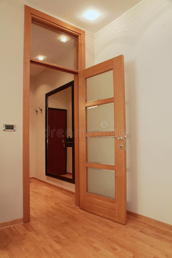 Puerta interior abierta fotografía de archivo libre de regalías