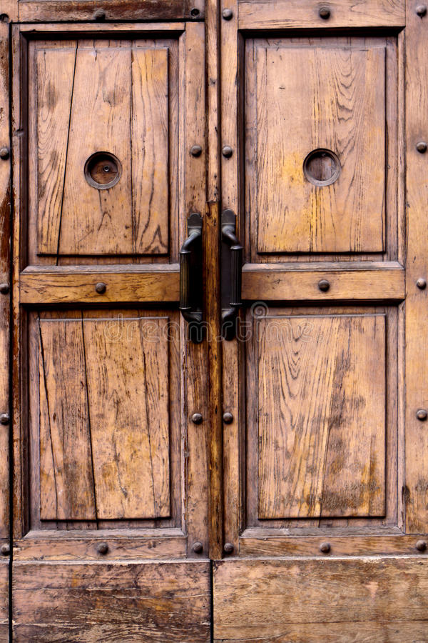 Puerta italiana vieja. imagenes de archivo