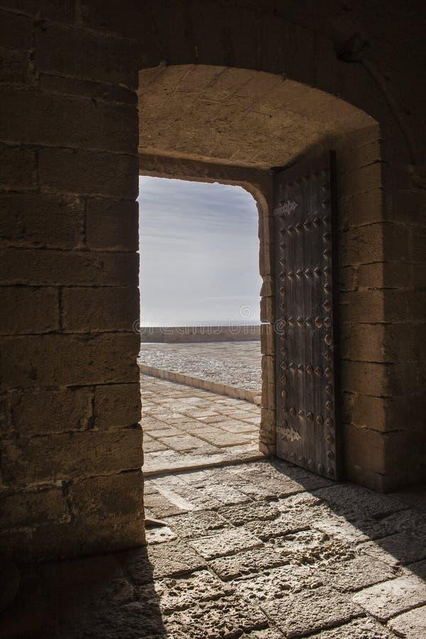 Puerta la fortaleza fotografía de archivo libre de regalías