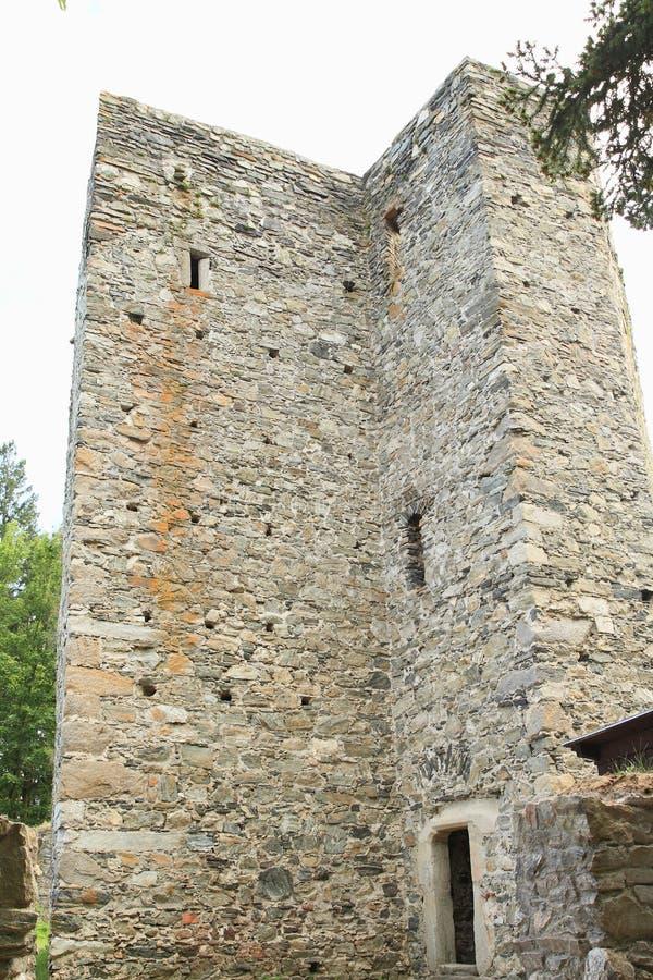 Puerta a la mazmorra en el castillo Checo Sternberk fotografía de archivo