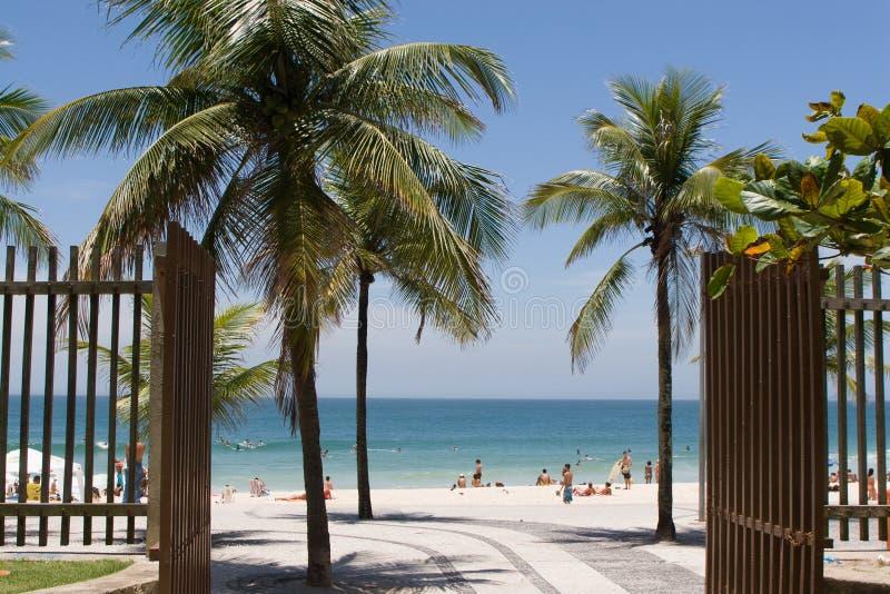 Puerta a la playa de Ipanema fotografía de archivo libre de regalías