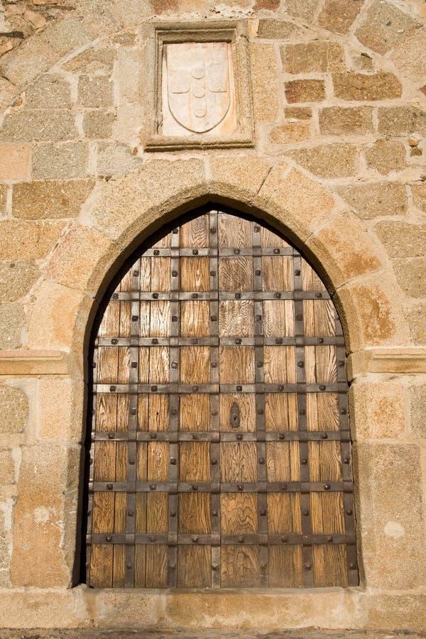 Puerta medieval del castillo foto de archivo libre de regalías