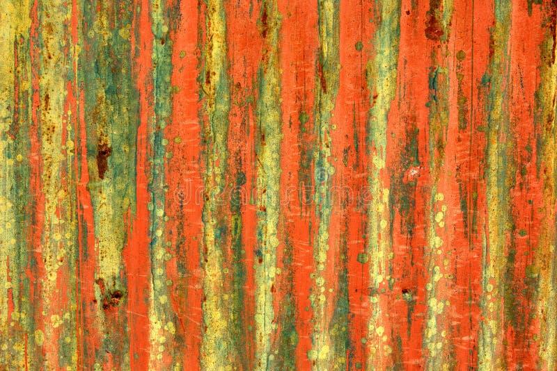 Puerta metálica del garaje del Grunge fotos de archivo
