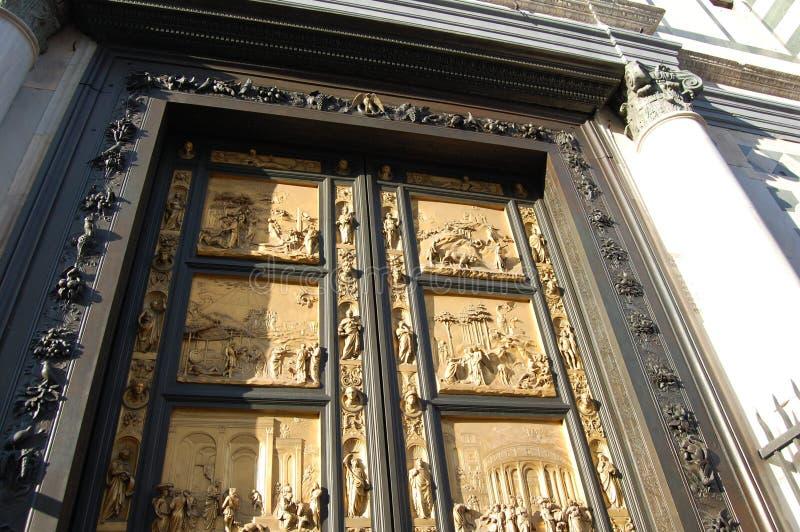 Puerta modelada al palacio en Florencia fotos de archivo