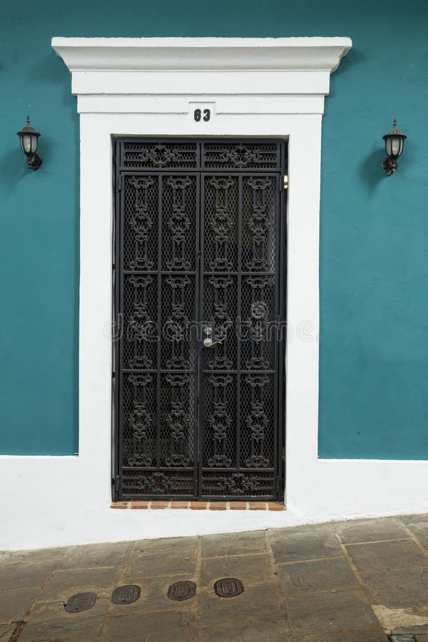 Puerta ornamental en San Juan viejo foto de archivo
