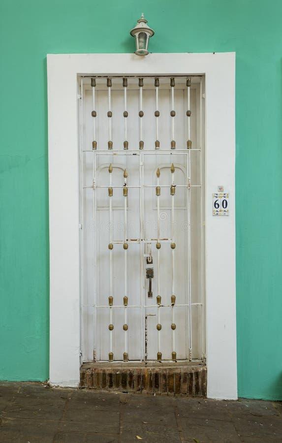 Puerta ornamental en San Juan viejo fotos de archivo