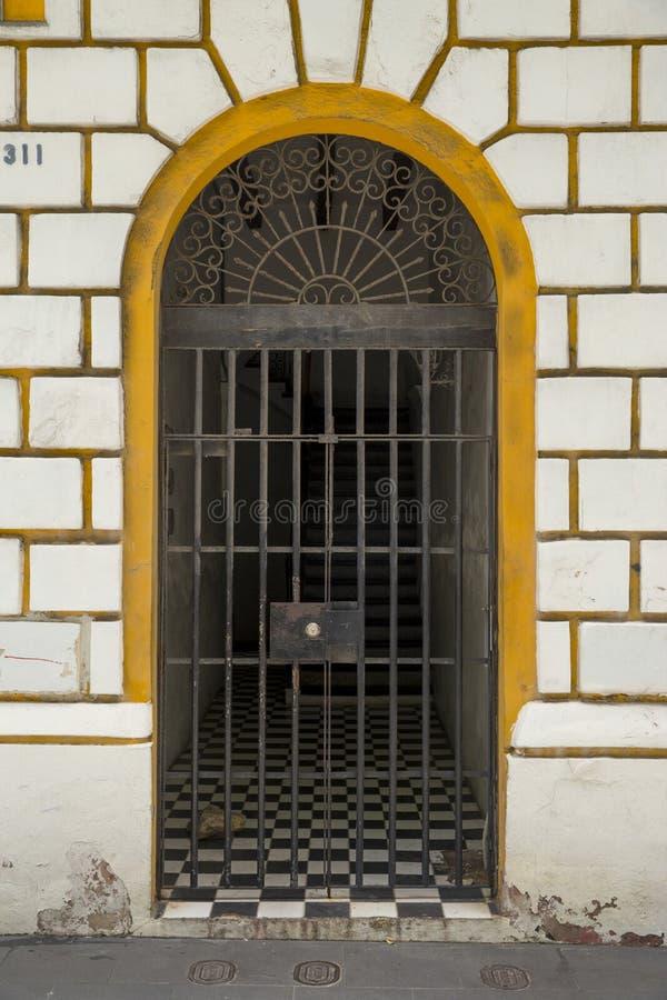 Puerta ornamental en San Juan viejo foto de archivo libre de regalías