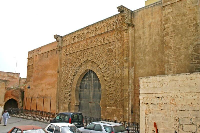 Puerta ornamental grande a la una de las entradas principales al ancie imagenes de archivo