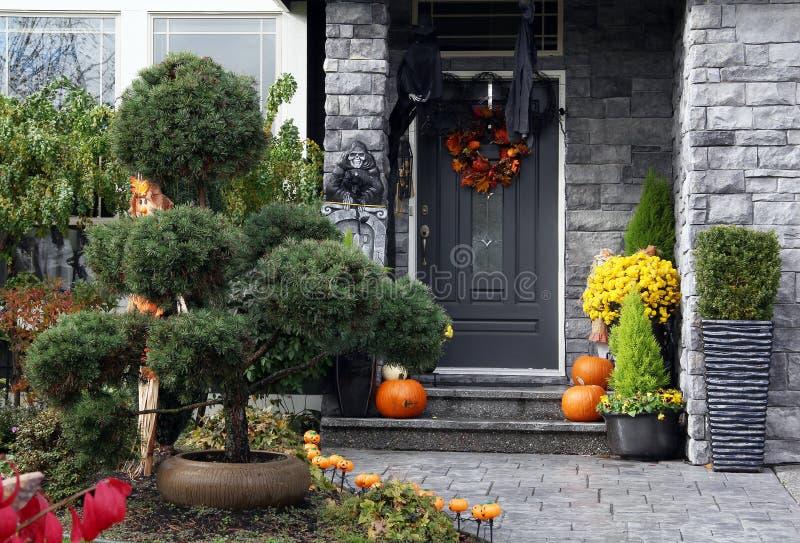 Puerta principal de Halloween fotos de archivo