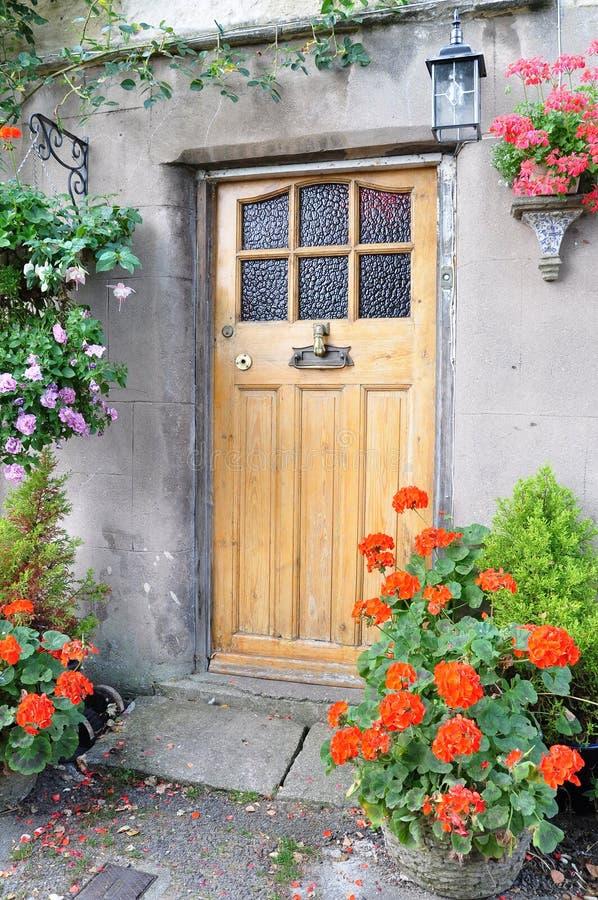 Puerta principal de la cabaña imagenes de archivo